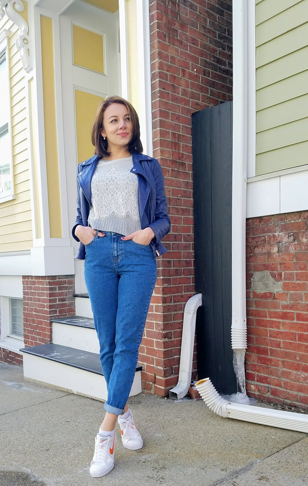 Blue jacket, gray sweater, mom jeans, Nike sneakers outfit on street