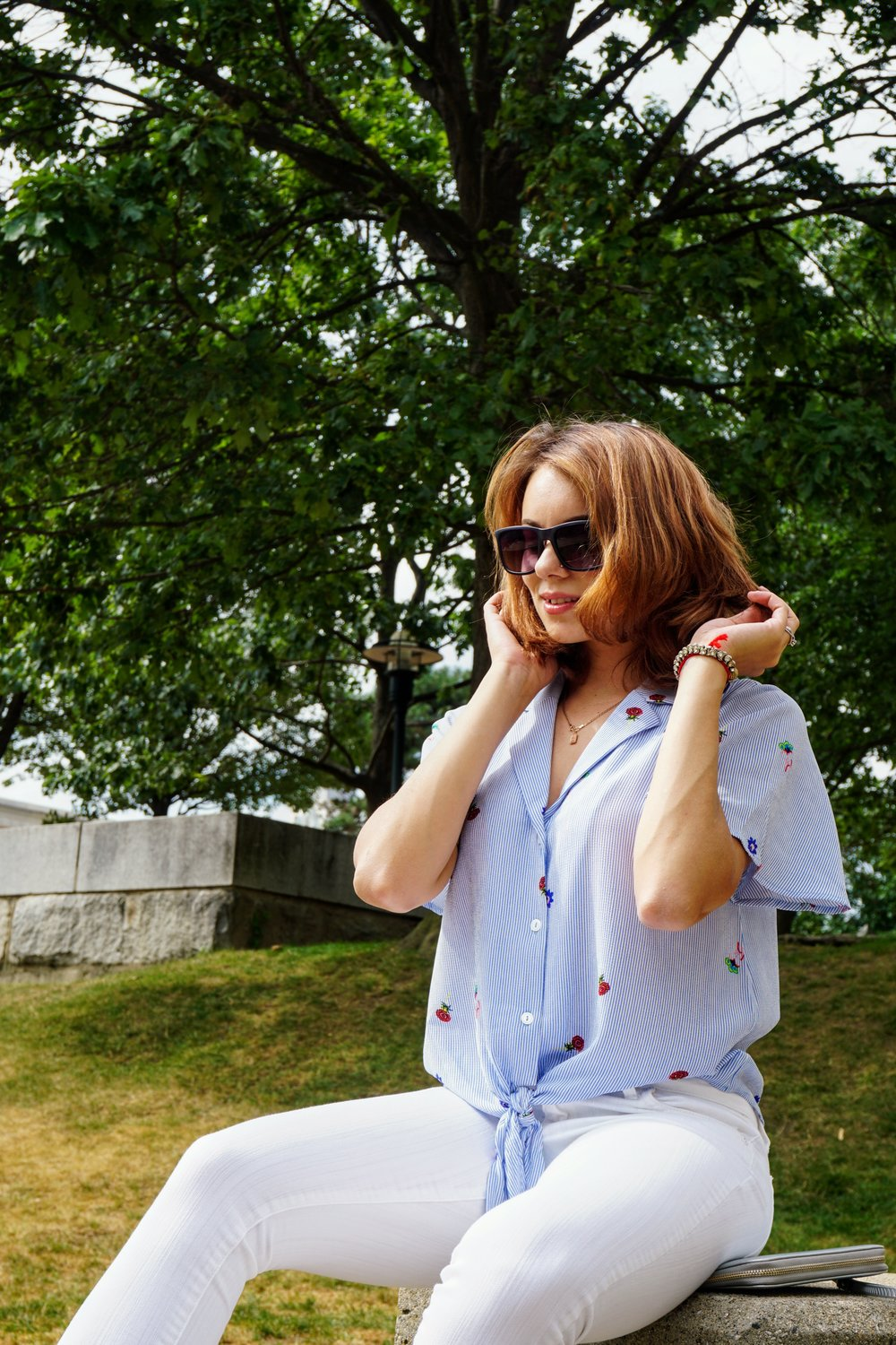 Fashion post featuring a blue and white outfit.