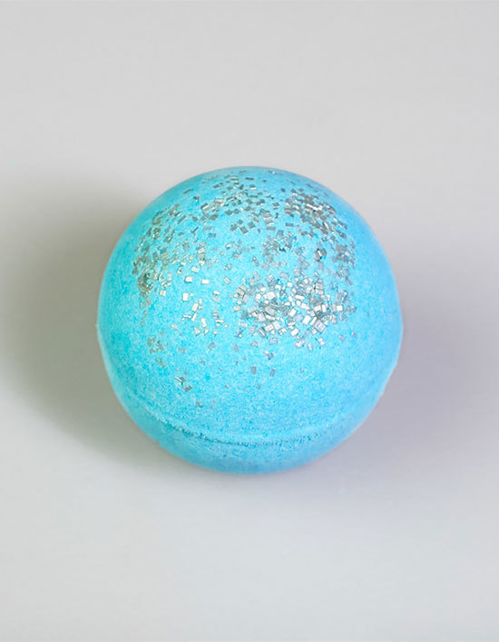 Blueberry lemongrass bath bomb.