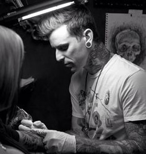 Photo of London Reese tattooing