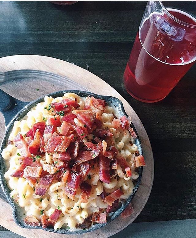 Mac n Cheese with bacon, WIN WIN WIN! Thanks for the photo @mandi_cohen !