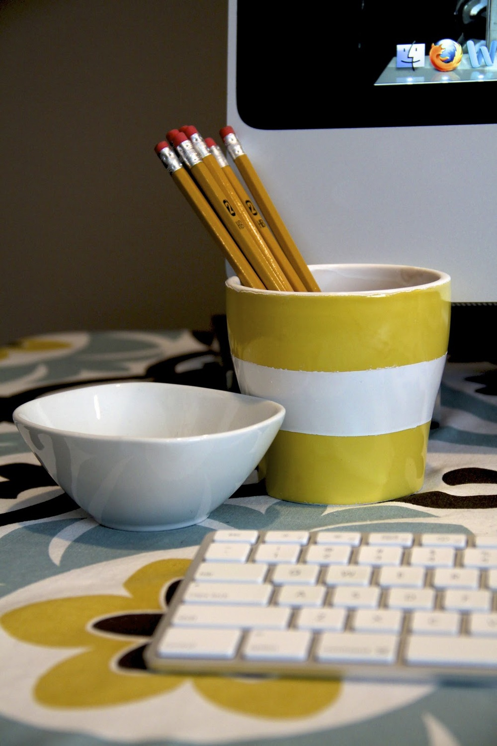 diy striped pencil cup