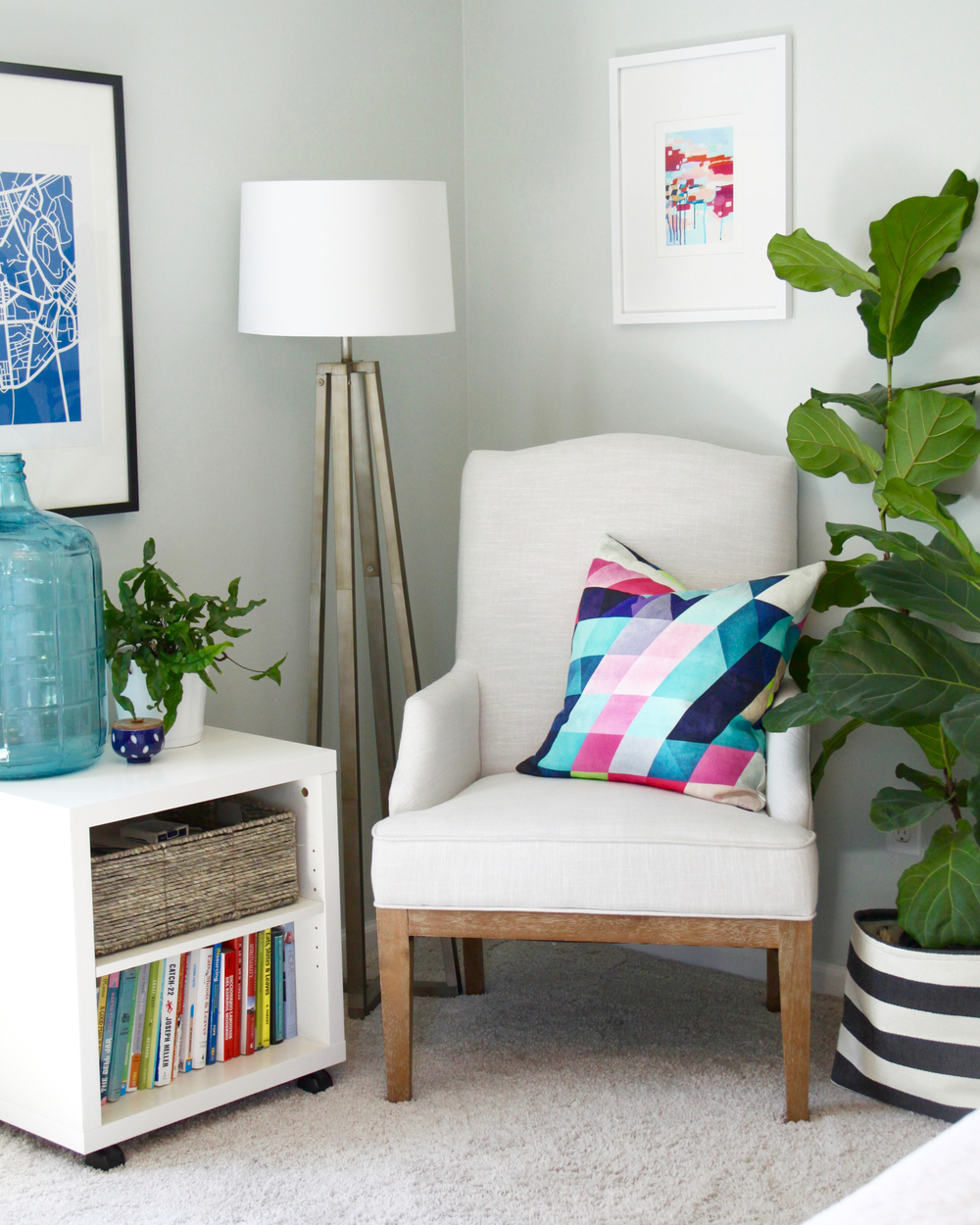 Bright Bedroom Reading Corner with Fiddle Leaf Fig