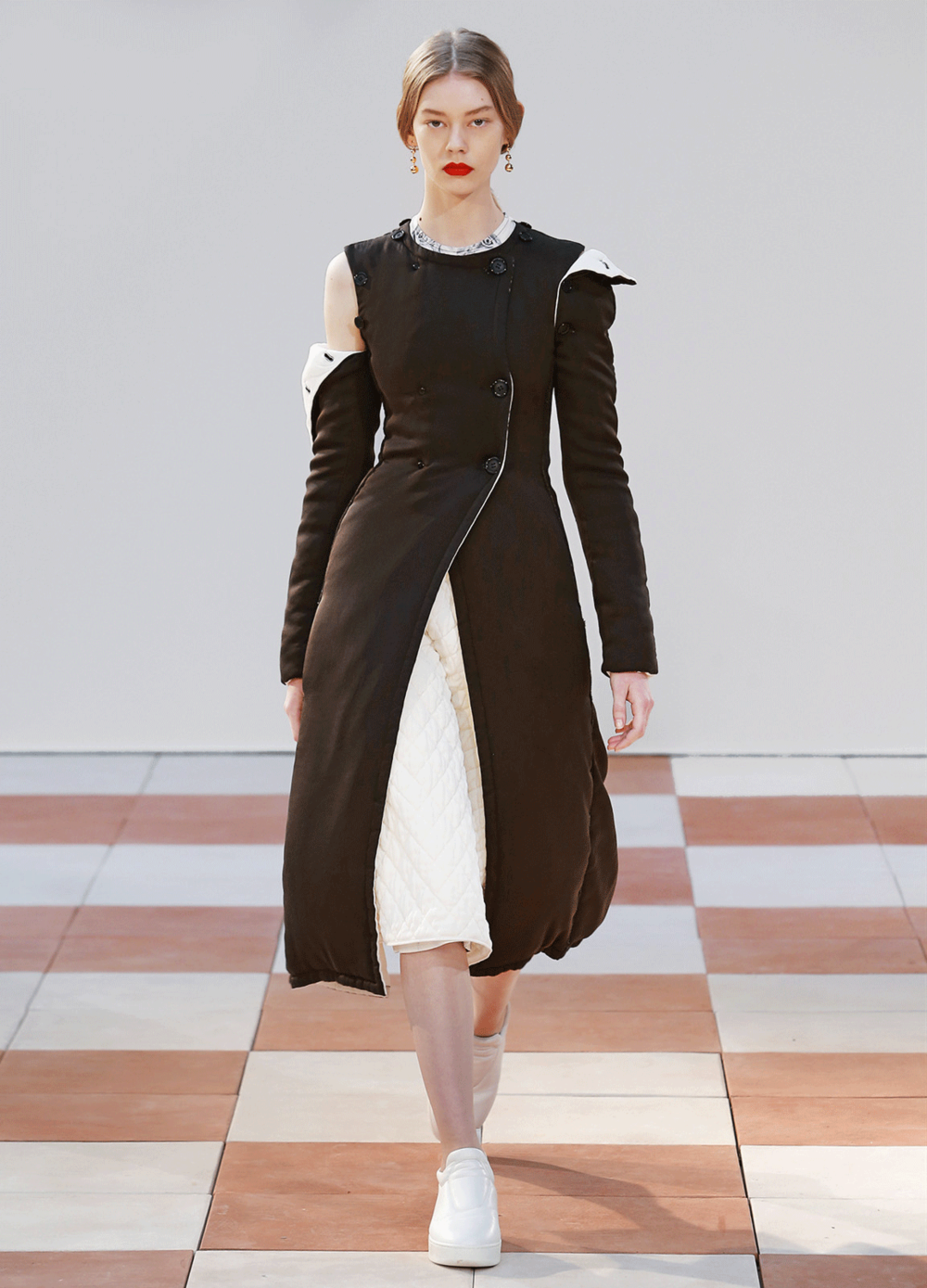 Celine-brown-FW15-coat-.png