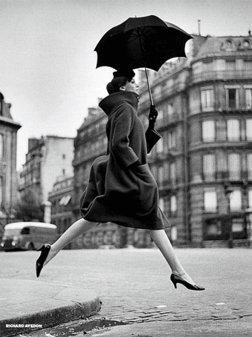richard-avedon-carmen-homage-to-munkacsi-guys-jumping-umbrella1.png