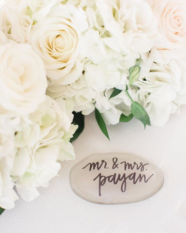 Calligraphy ➕ Florals: easily one of my favorite combinations. 🌿 In love with the simplistic beauty of the Payan wedding last weekend. #keepcalmandpayan // The incredible team behind it all: @intertwinedevents @taylorcolephoto @seacalligraphy @edpulellaphoto @paseahotel @misshayleypaige @styledbytc @ryanrozarmedia @flowersbycina @honoredoccasions @beverlysbakery @intertwinedkatie @darlamariedesigns @luxe_linen