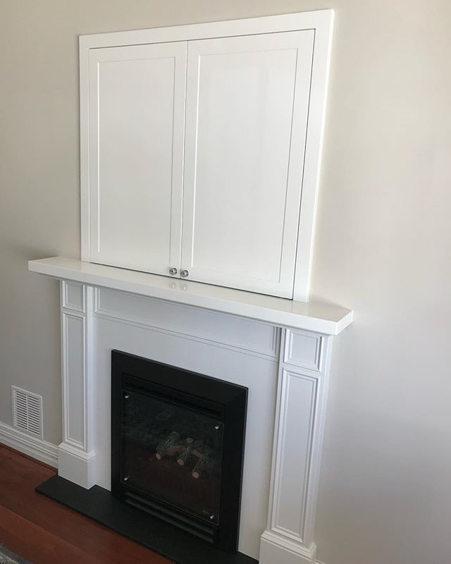 Fireplace surrounds & concealed TV cabinet . #dunsborough #dunsboroughwoodworks #woodworking #australia #furniture #mantle #tvcabinet #design #home #interiordesign #homedecor #hamptonsstyle #bespoke #handmade #custom #cabinetry #westernaustralia #perth #interior