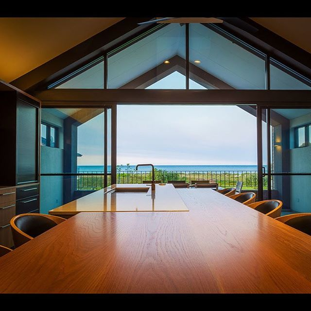 English Oak Island Benchtop | Ocean View  #dunsborough #dunsboroughwoodworks #australia #furniture #kitchen #kitcheninspo #design #home #interiordesign #homedecor #bespoke #custom #cabinetry #interior #westernaustralia #perth #siestapark #islandbench