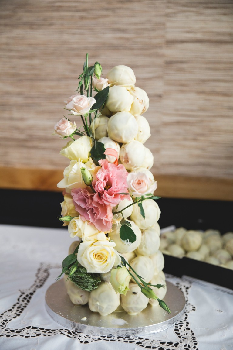 Cake inspiration | Featured Bride | Vintage Wedding | Photography by Bihn Trin | www.borrowedandblue.kiwi