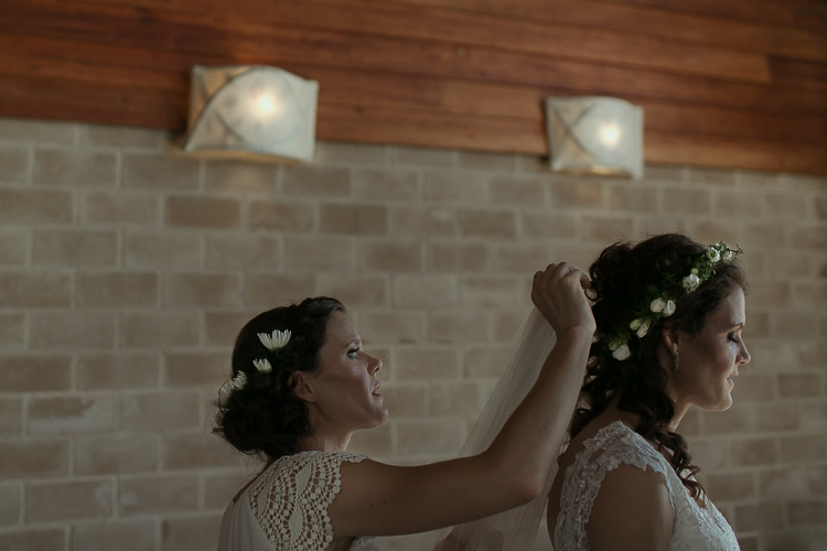Bridal hair style | Eco friendly wedding | Astra Bridal Featured Bride Wendy | Photography by Oli Sansom | www.borrowedandblue.kiwi