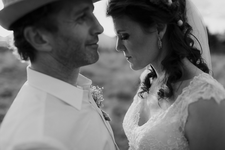 Gorgeous couple | Astra Bridal Featured Bride Wendy | Eco-friendly wedding | Photography by Oli Sansom