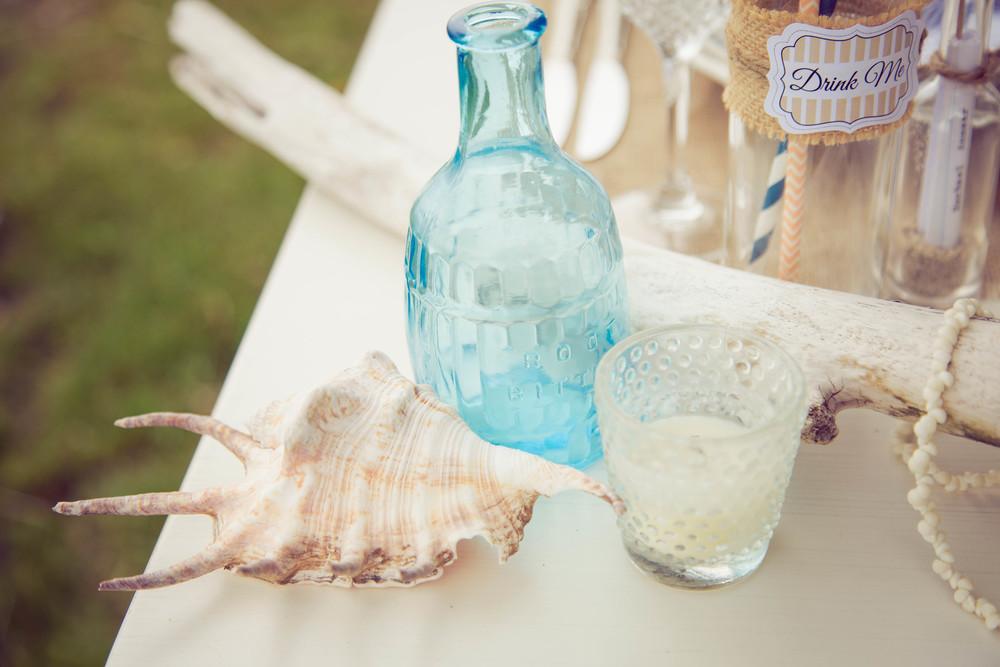 Beach table decor | Beach wedding inspiration | Photography by Tranquility Photography | www.borrowedandblue.kiwi