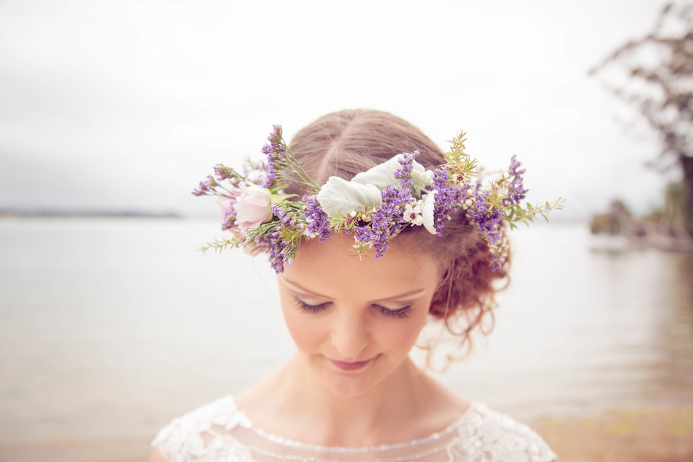 Floral hairpiece | Beach wedding inspiration | Photography by Tranquility Photography | www.borrowedandblue.kiwi