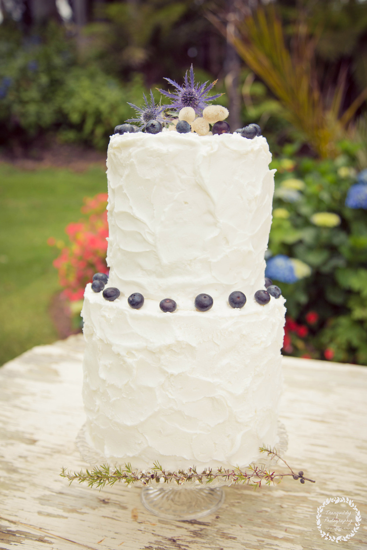Wedding cake | Beach wedding inspiration | Photography by Tranquility Photography | www.borrowedandblue.kiwi