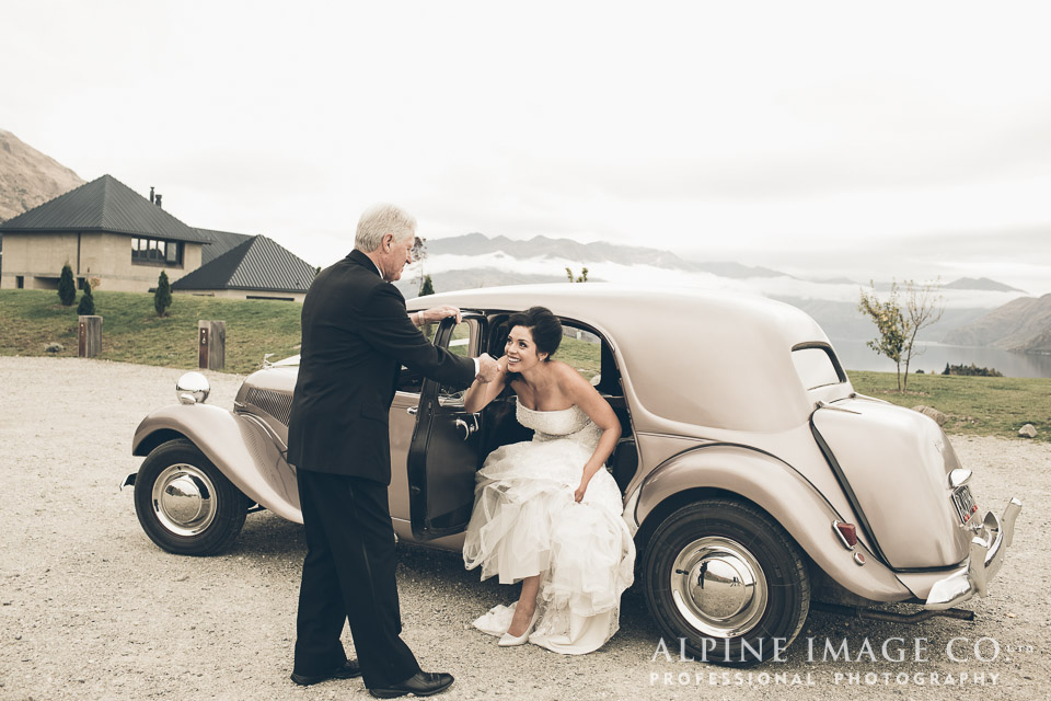Vintage wedding car | Wanaka Wedding Shoot | Photography by Alpine Image Co | www.borrowedandblue.kiwi