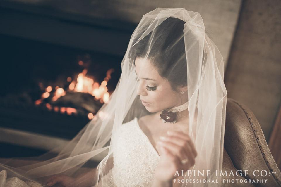 Long veil | Wanaka Wedding Shoot | Photography by Alpine Image Co | www.borrowedandblue.kiwi