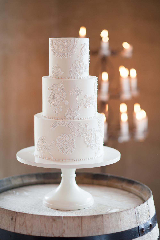 Wedding cake | Wanaka Wedding Shoot | Photography by Alpine Image Co | www.borrowedandblue.kiwi