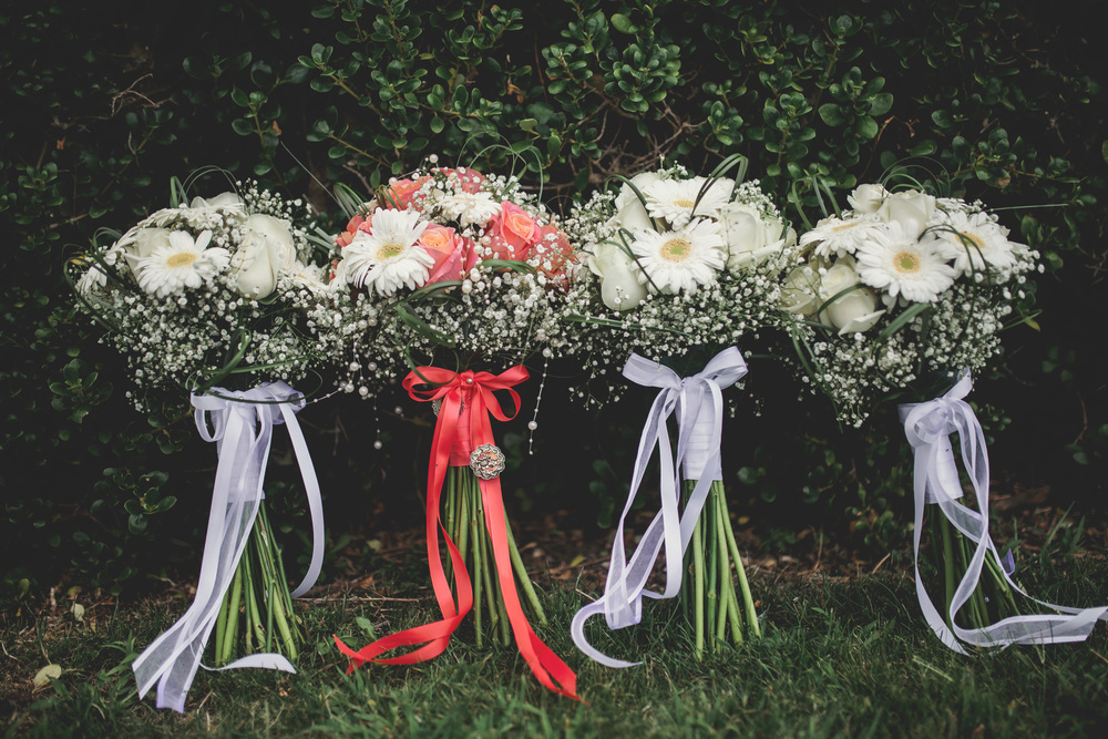 Wedding bouquets | Featured Bride Danelle's Vintage wedding | Photography by Tammy Pittwood | www.borrowedandblue.kiwi