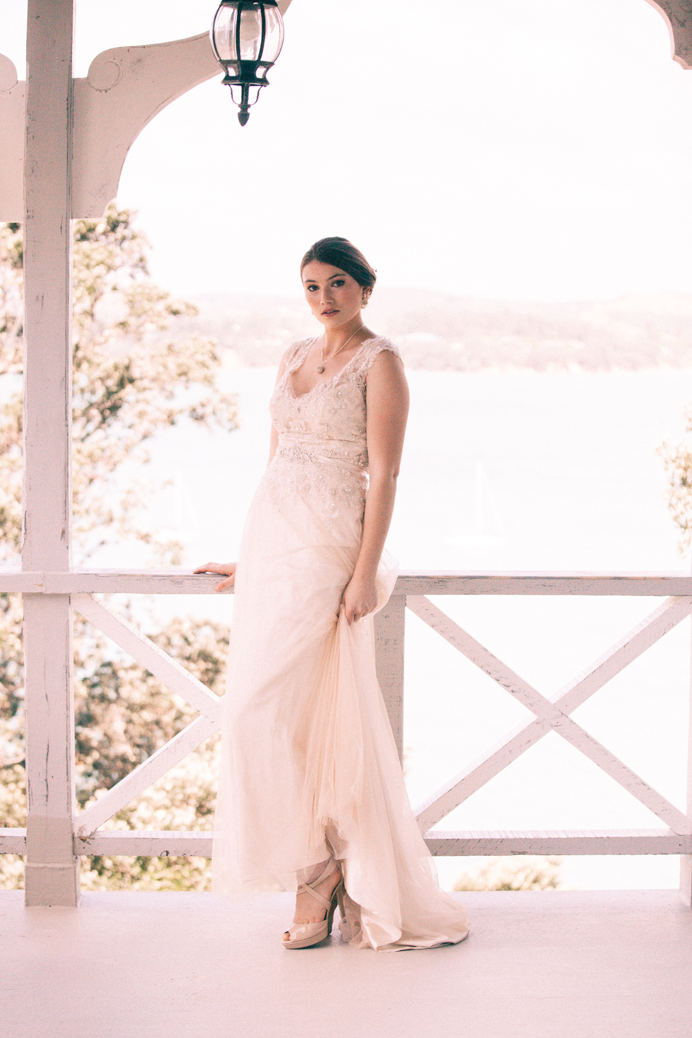 Wedding dress inspiration | Elegant wedding inspiration | Photograhy by Alice Doig | www.borrowedandblue.kiwi
