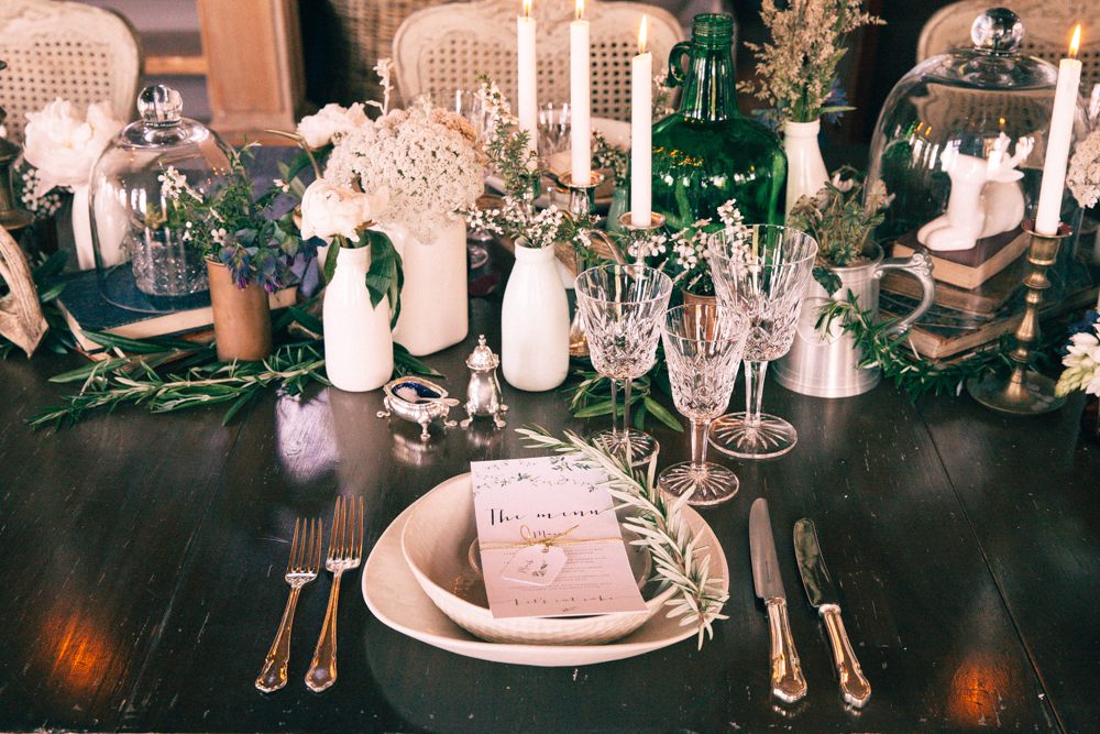 Vintage table setting | Elegant wedding inspiration | Photograhy by Alice Doig | www.borrowedandblue.kiwi
