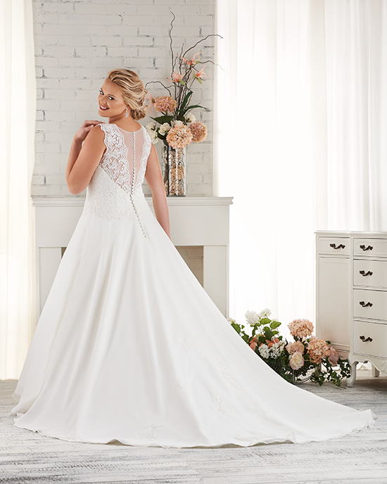 Gorgeous plus sized gowns