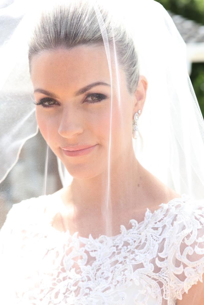 Astra Bride Melissa | Beach Wedding | Photographer: Robert Trathen |