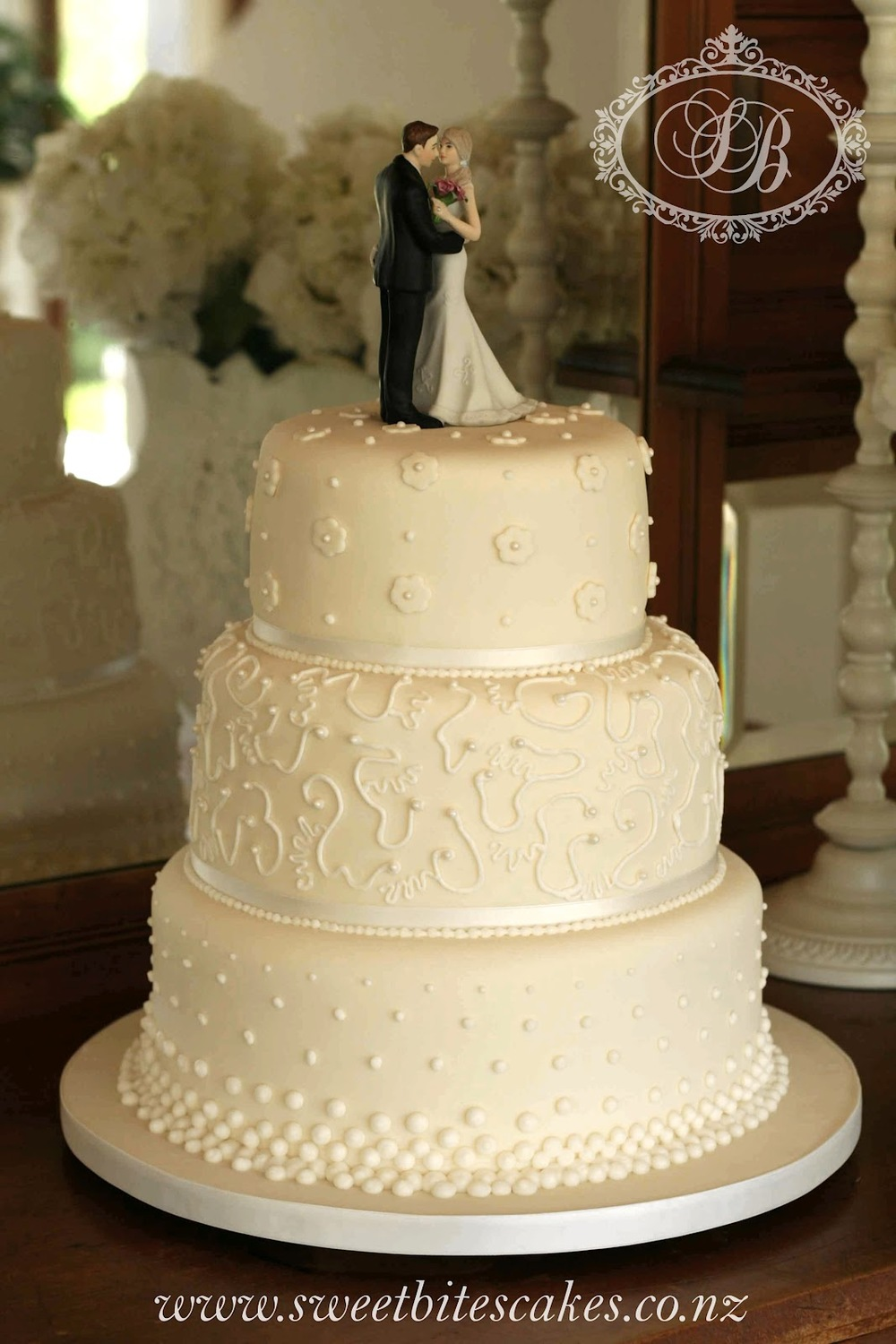 Cakes in the forties were quite ornate and usually features a figurine of the bride and groom on the top. Love Sweetbites take on the forties with this modern adaptation.