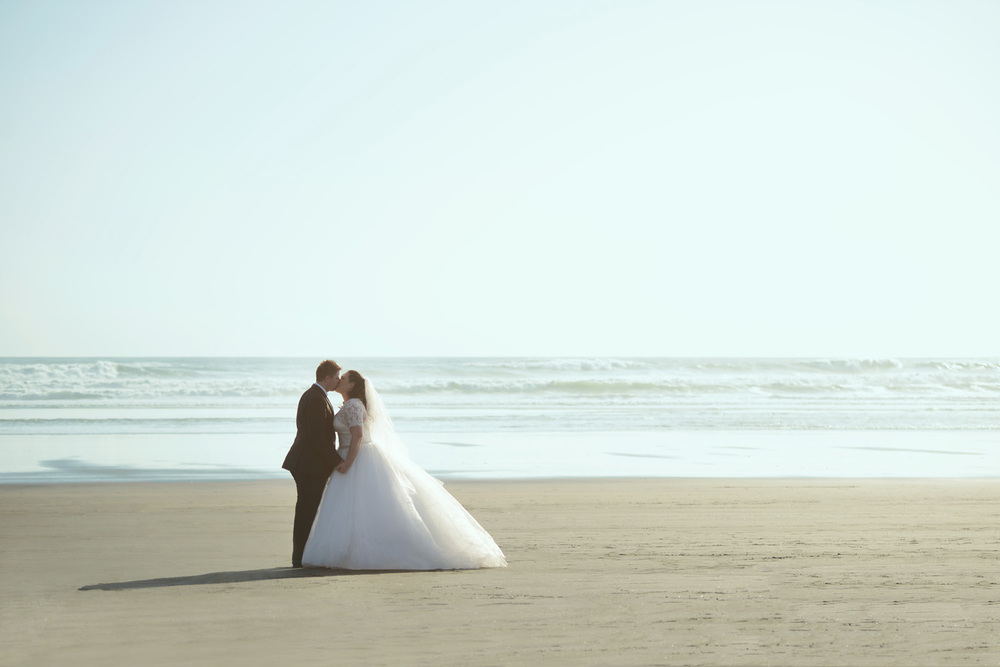 Romantic beach shot | Astra Bride Renee | Country Club wedding | Markovina Estate | Photography by Dreamlife