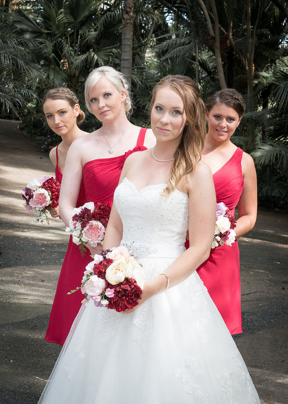 Vibrant bridesmaids | Astra bride Johanna | Settlers Country Lodge | Photographer Phil Yeo |