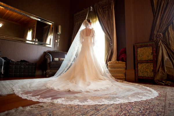 Traditional wedding inspiration | Astra Bridal bride Sarah | www.borrowedandblue.kiwi | Photography by Eva Bradley