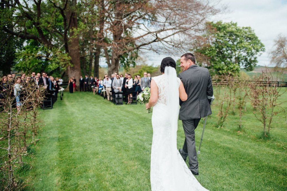 Astra Bride Jessica | Maggie Sottero Londyn | Red Barn Waikato | Photography by Tiffany Curtis | Bride arrives |