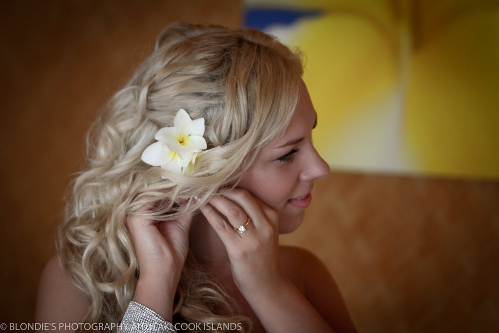 Astra Bride Bonnee | Christina Rossi gown | Aitutaki resort | Blondies Photography | Relaxed hair |