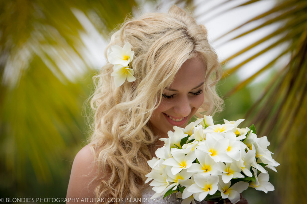 Astra Bride Bonnee | Christina Rossi gown | Aitutaki resort | Blondies Photography | Gorgeous Frangipani |
