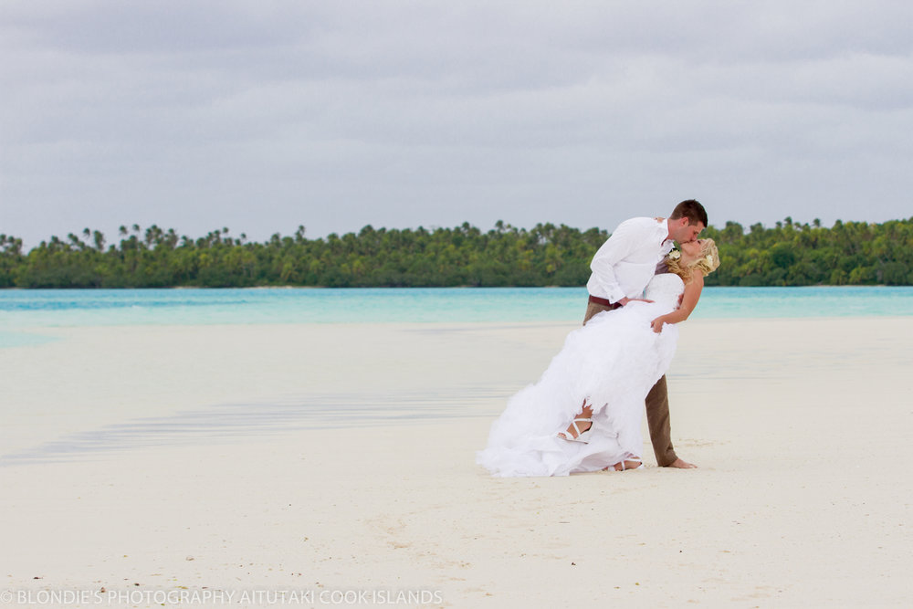 Astra Bride Bonnee | Christina Rossi gown | Aitutaki resort | Blondies Photography | Gorgeous white sand beach |