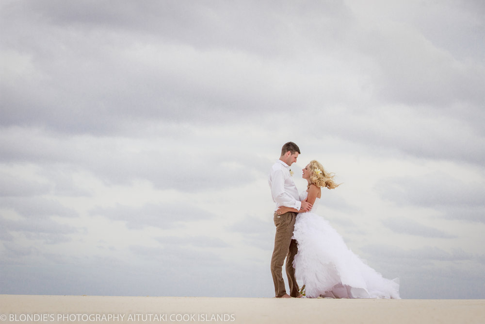 Astra Bride Bonnee | Christina Rossi gown | Aitutaki resort | Blondies Photography | Romance |