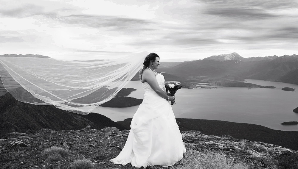 Long veil | Astra Bride: Tyna | Lake Te Anau wedding | Photography: Nicole Mennell Photography |