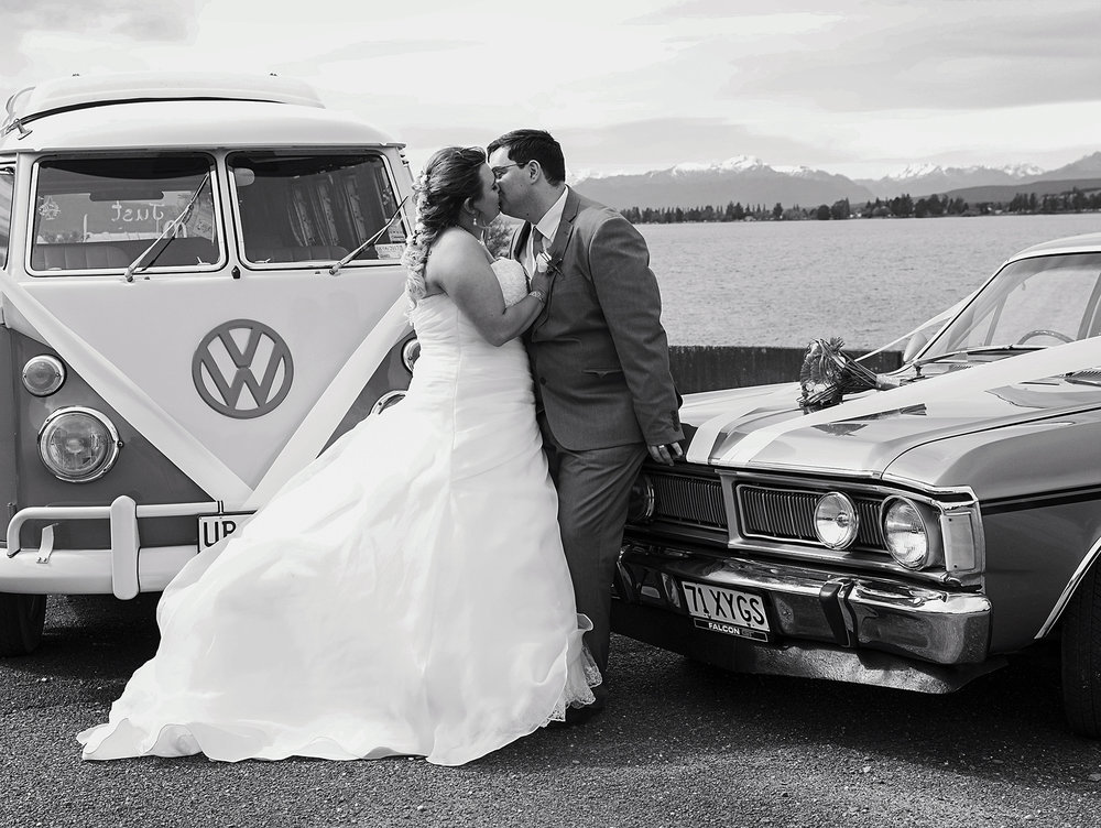 Vintage cars | Astra Bride: Tyna | Lake Te Anau wedding | Photography: Nicole Mennell Photography |