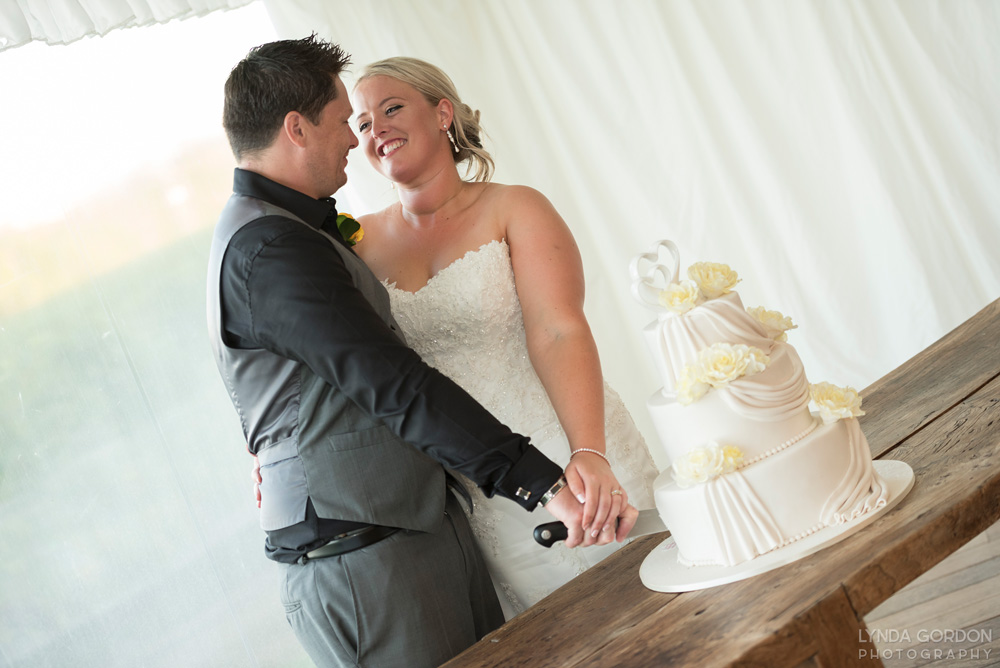 Cutting the cake | Astra Bride Sophia | Sileni Wine Estate | Maggie Sottero Emma | Lynda Gordon Photography