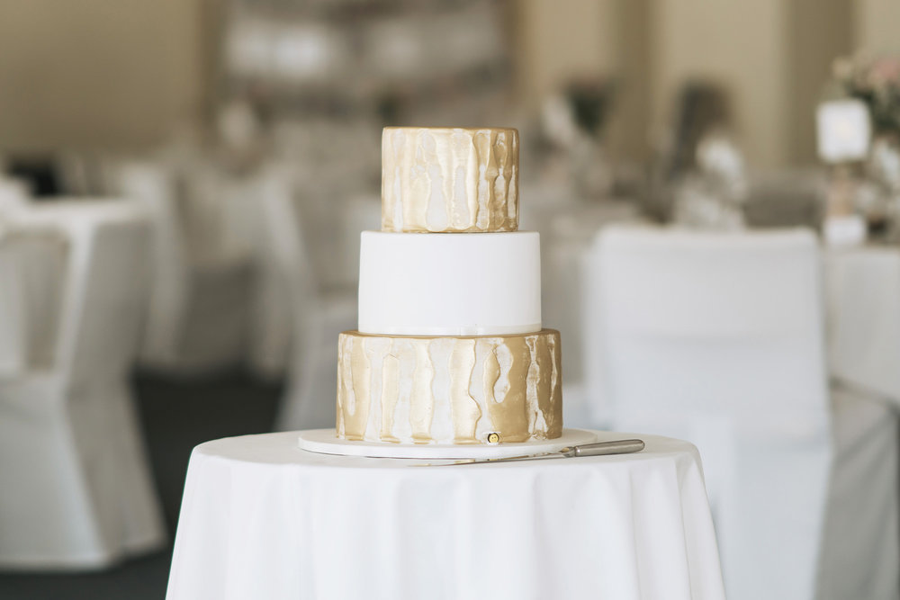 Gold cake | Astra Bride Lianne | Christina Rossi 4104 | Charlemagne Lodge | Rambo Estrada Photographer |