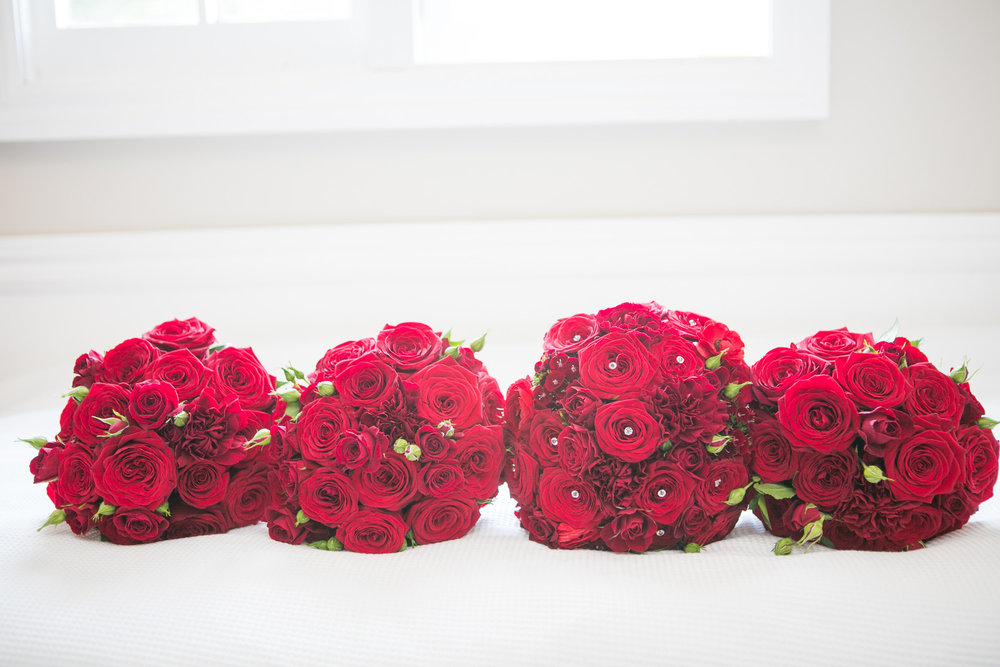 Red bouquets | Astra Bride Nicole | Bonny 6500 | Markovina Estate | Dreamlife Photography |
