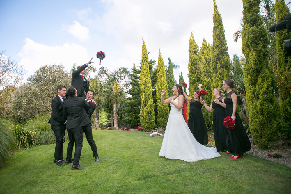 Tossing the bouquet fun | Astra Bride Nicole | Bonny 6500 | Markovina Estate | Dreamlife Photography |