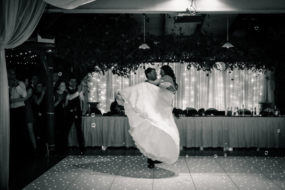 Dance lift | Astra Bride Nicole | Bonny 6500 | Markovina Estate | Dreamlife Photography |