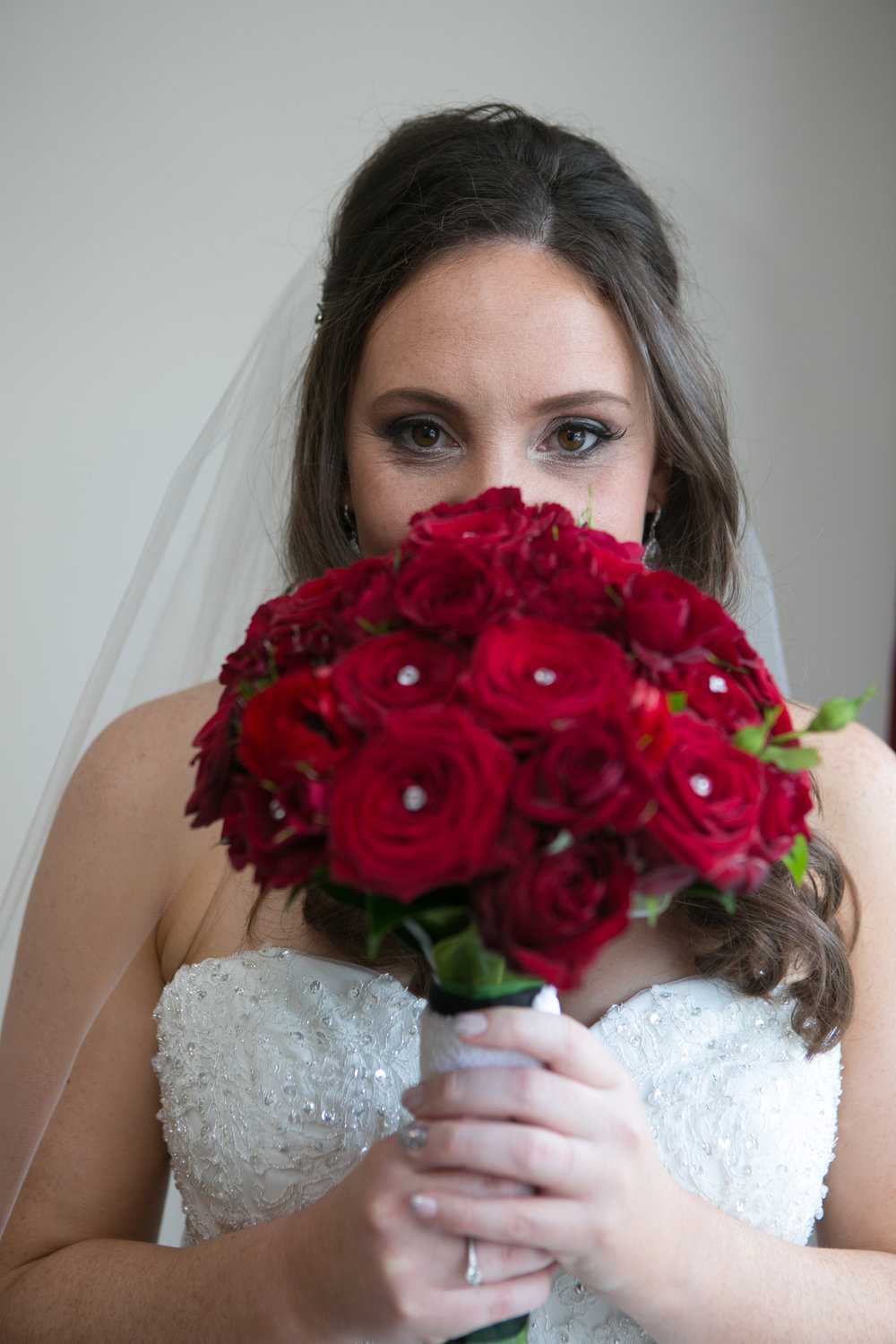 Red bouquet | Astra Bride Nicole | Bonny 6500 | Markovina Estate | Dreamlife Photography |