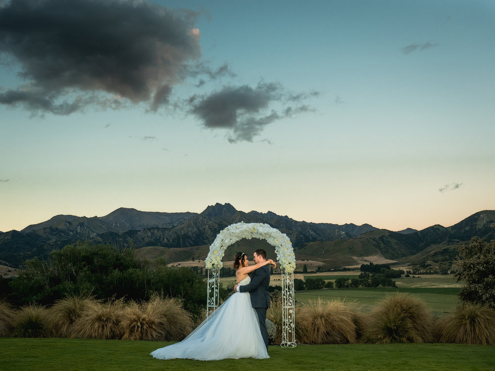 Sunset in Wanaka | Astra bride Lu | Maggie Sottero Mindi | Lookout Lodge Wanaka | Peanut Productions Photography