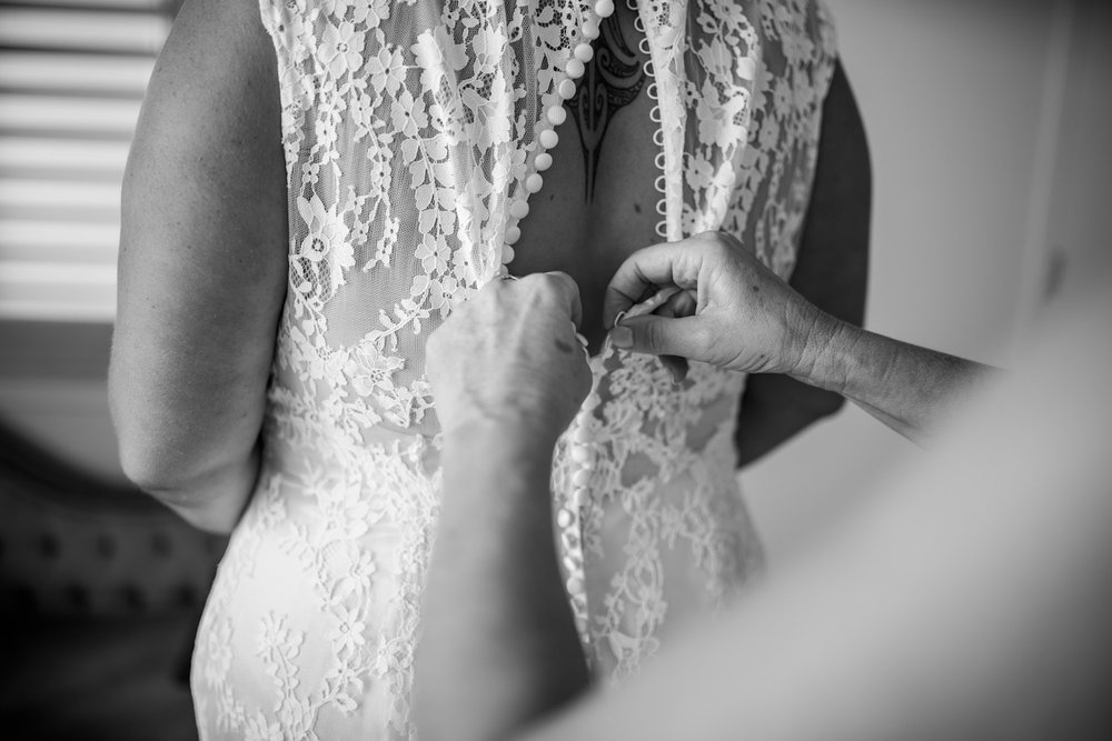 Buttoning up the back | Astra bride Martine | Maggie Sottero Londyn | Sante Fe at Ahipara | Nicole Jecentho Photographer