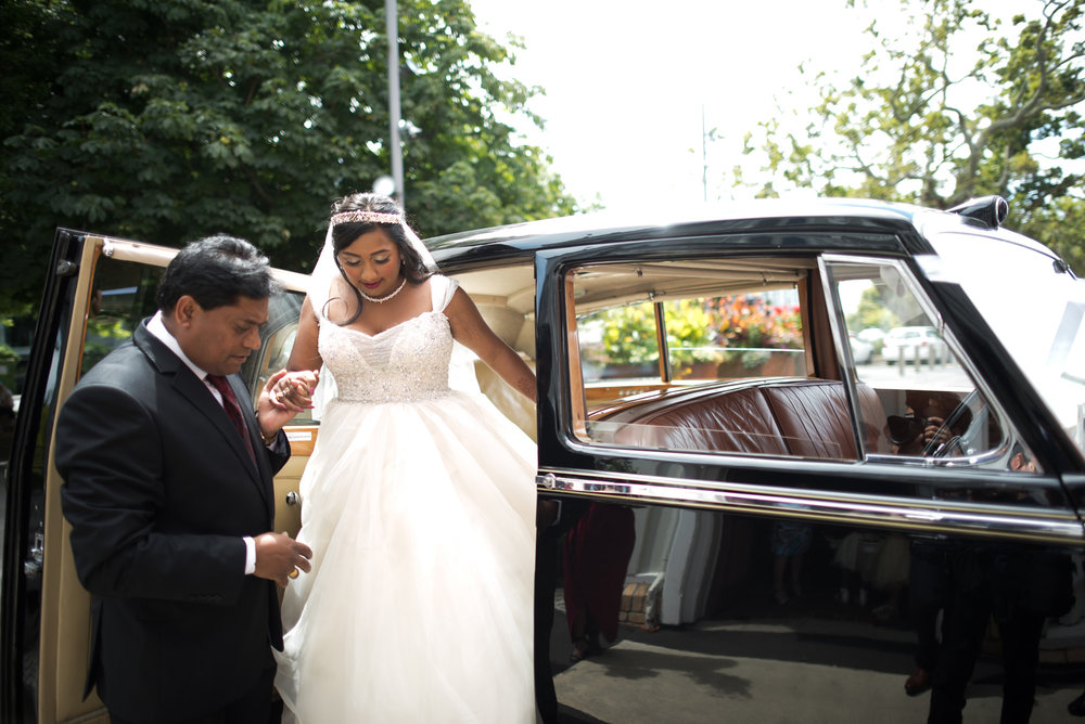 On the way to the church | Astra Bride Jessica | Maggie Sottero Angelette | Dreamlife photography