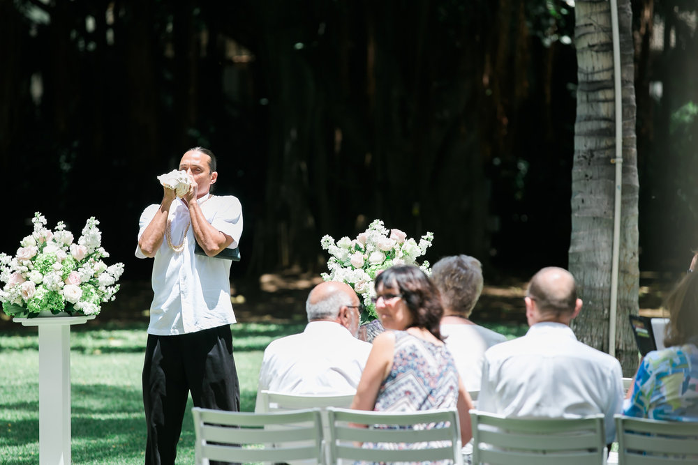 Conch Shell Garden Ceremony | Astra Bride Candice | Cristina Rossi CR914 | Royal Hawaiian Hotel, Hawaii | Dulce Photography
