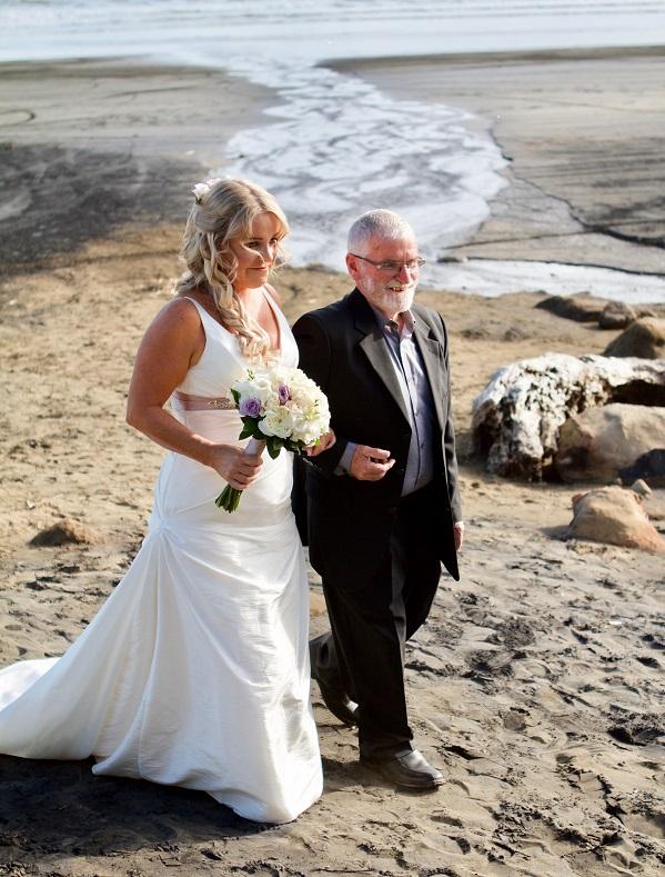 Walk on the beach | Bridal Outlet Bride Nikki