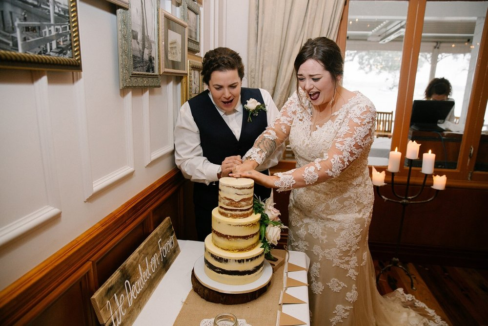 Cutting the cake | Astra Bride Jessica