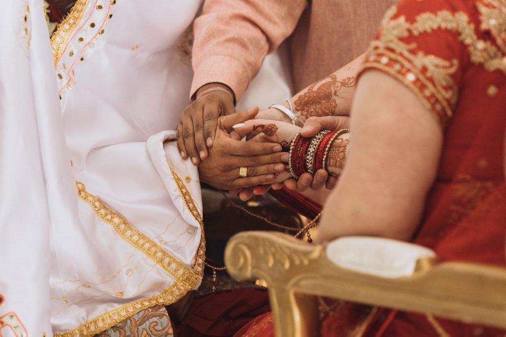 Bridal Henna Hand Tattoo | Indian Wedding | Bonny 1420 | Astra Bridal | Candy Capco Photography